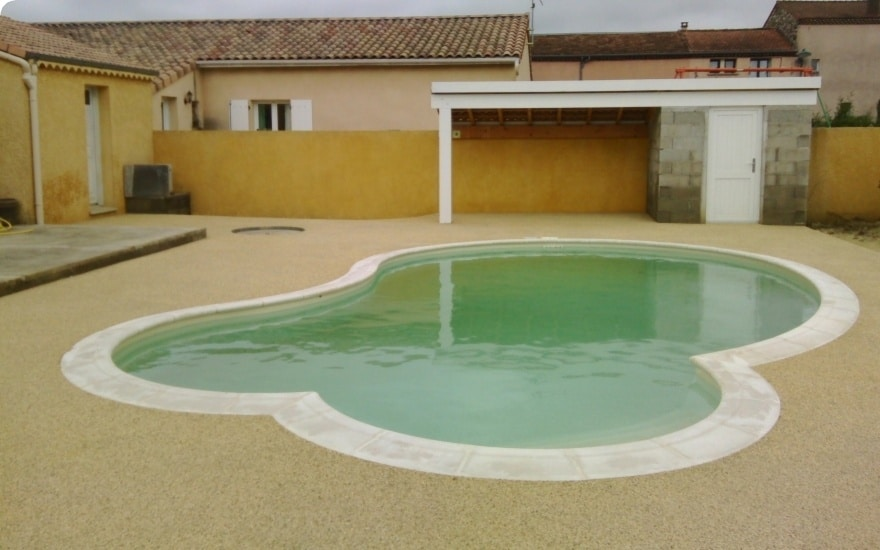 Comment s curiser votre piscine blog decoration maison - Plage piscine beton ...