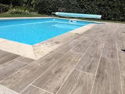 Carrelage imitation bois pour la plage de piscine blog decoration maison - Plage de piscine en carrelage ...