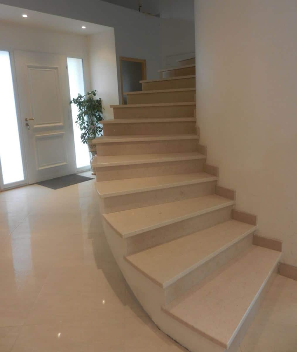 choisir l emplacement de son escalier int rieur pour les petits appartements blog decoration. Black Bedroom Furniture Sets. Home Design Ideas