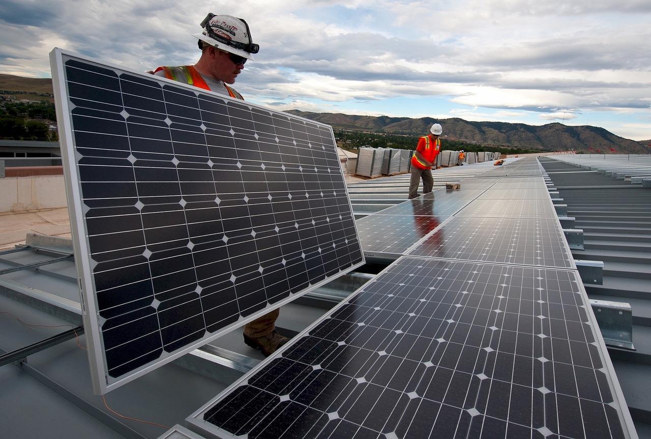 Les panneaux solaires permettentd de respecter la RT2012