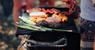 barbecue famille grillades