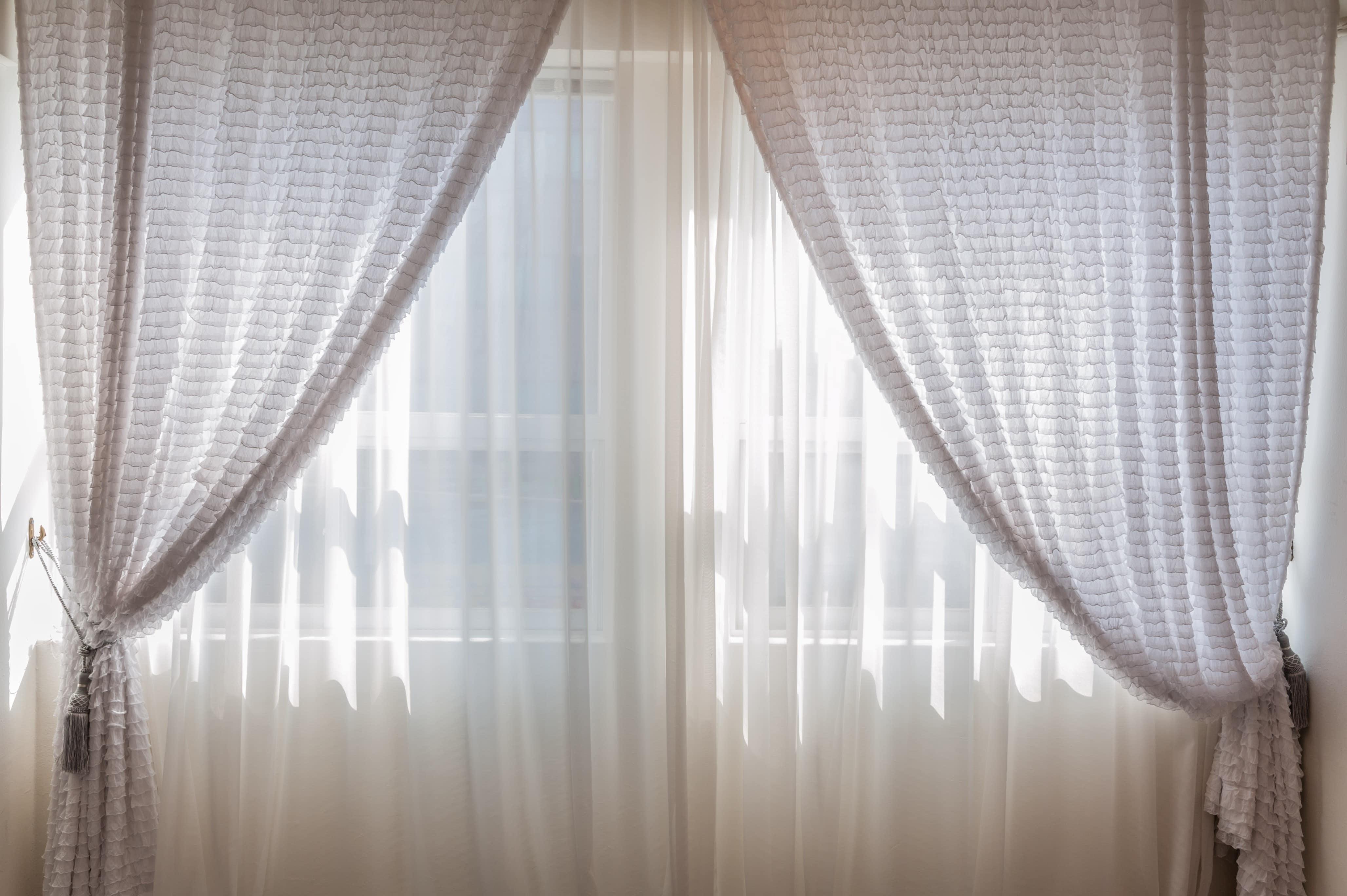 Comment fixer une tringle à rideaux sans perçage ? - Blog Decoration ...