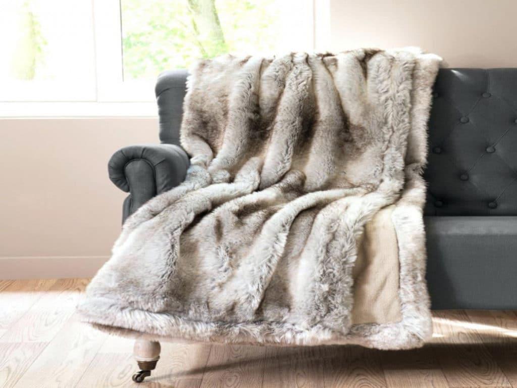 comment choisir des plaids couvre lit blog decoration maison. Black Bedroom Furniture Sets. Home Design Ideas