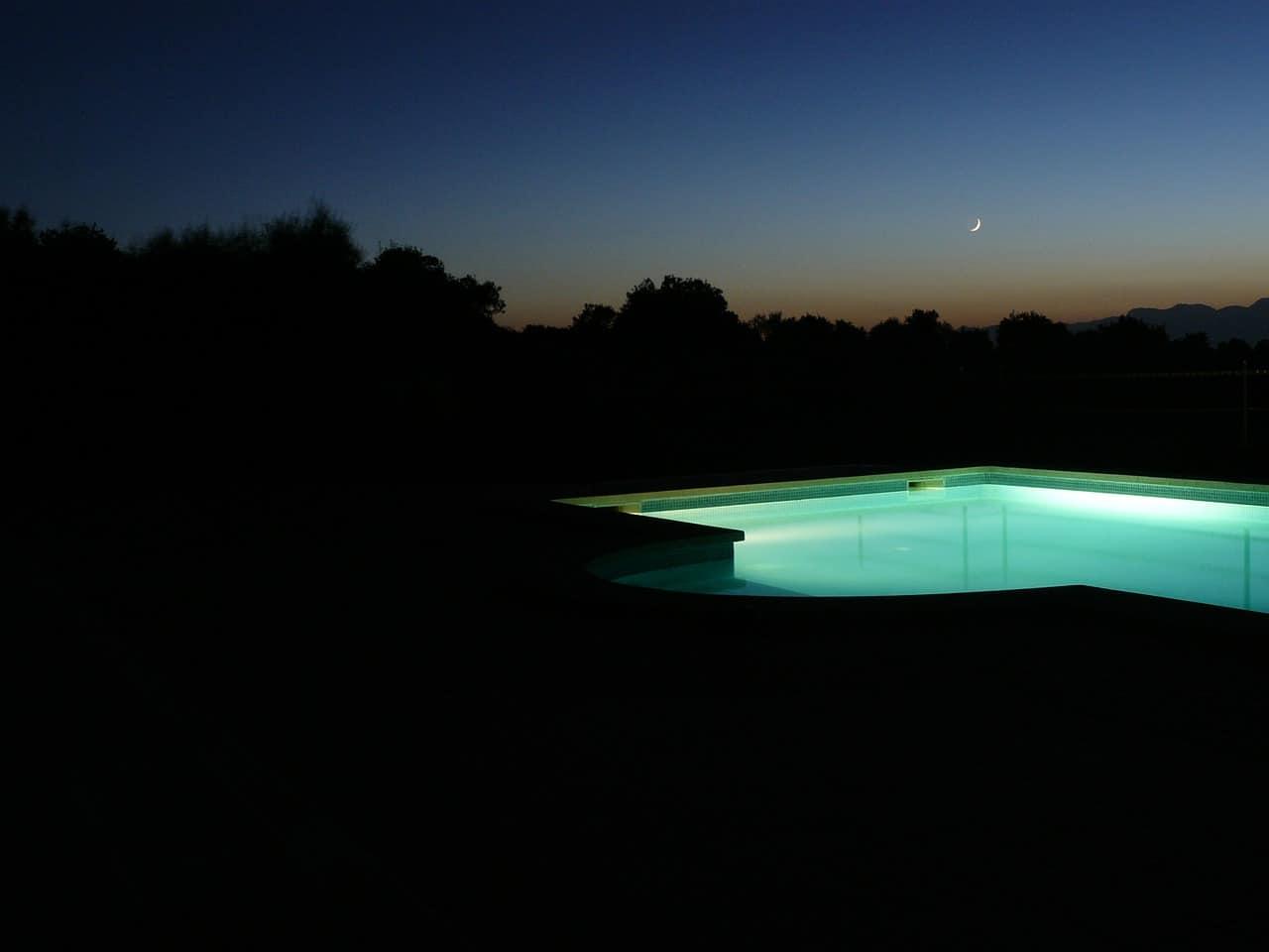 pool-261631_1280
