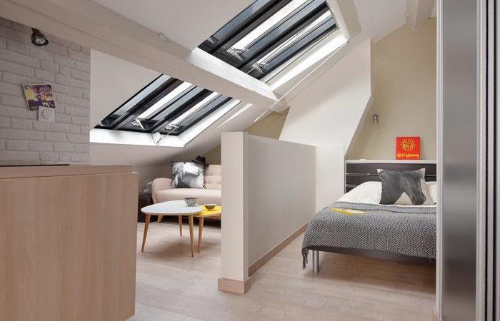 381866-combles-design-et-contemporain-separation-chambre-salon-dans