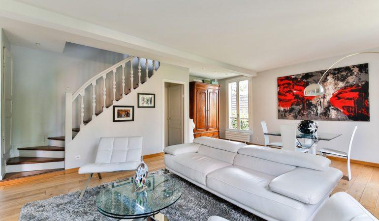 arty-lounge-2132346_1280