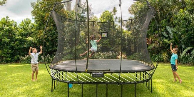 trampoline enfants jardin