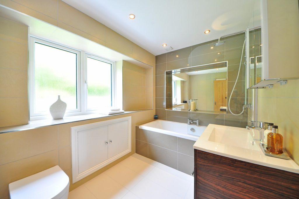 bathroom-1336167_1280